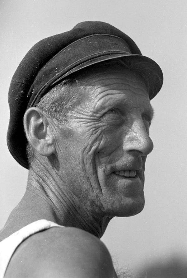 DDR - Mann mit Kapitänsmütze 1960